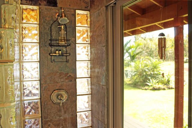 10_Bathroom.jpg