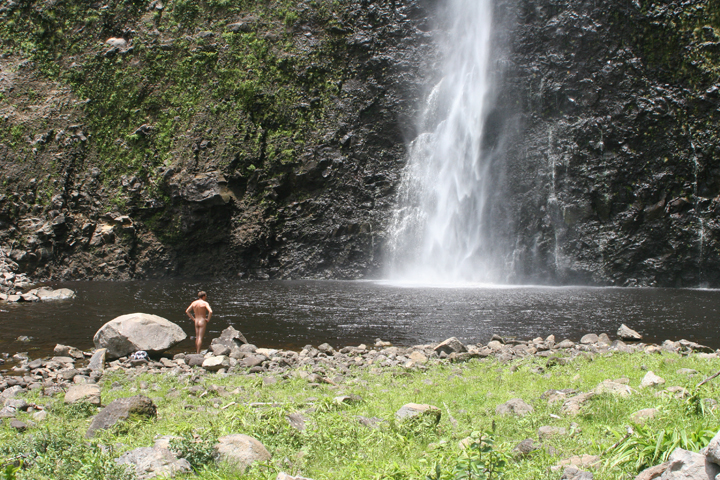 18_Waimanu Valley Waterfall.JPG