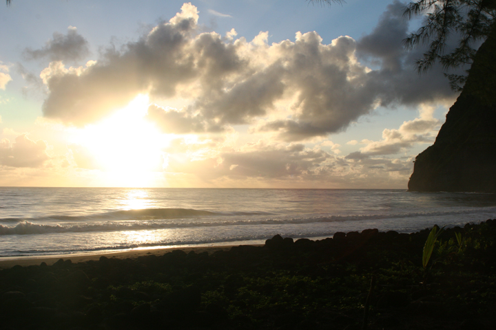 20_Sunrise in Waimanu.JPG