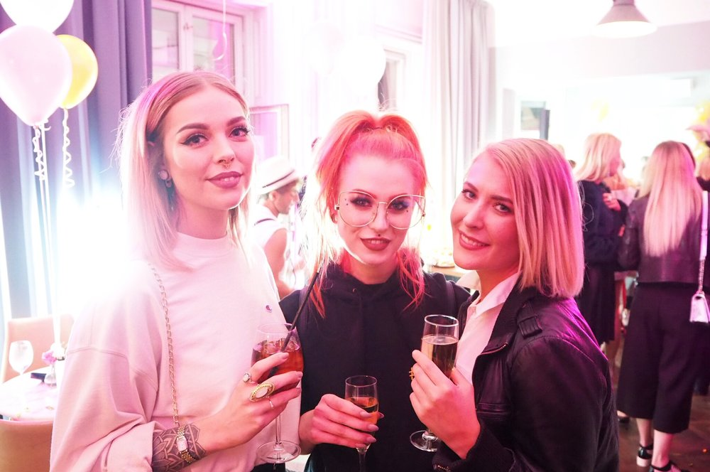 Fabulous and funny friends:  Emelie ,  Evelina  and  Ellinore !