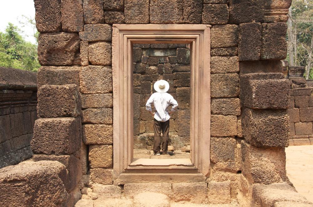 Angkor Day 2 - 37.jpg