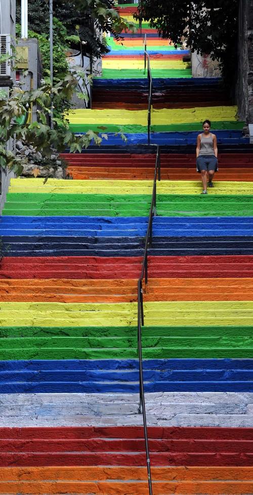 Street-Art-Color-Steps-in-Turkey-1.jpg