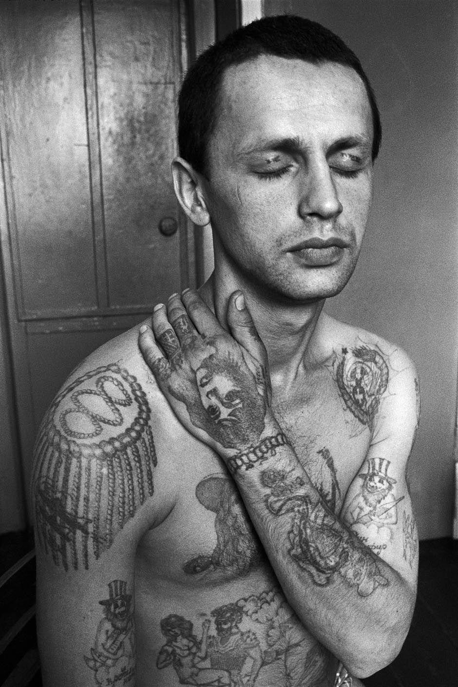 tatouage-encyclopedie-criminel-russe-prison-05.jpg