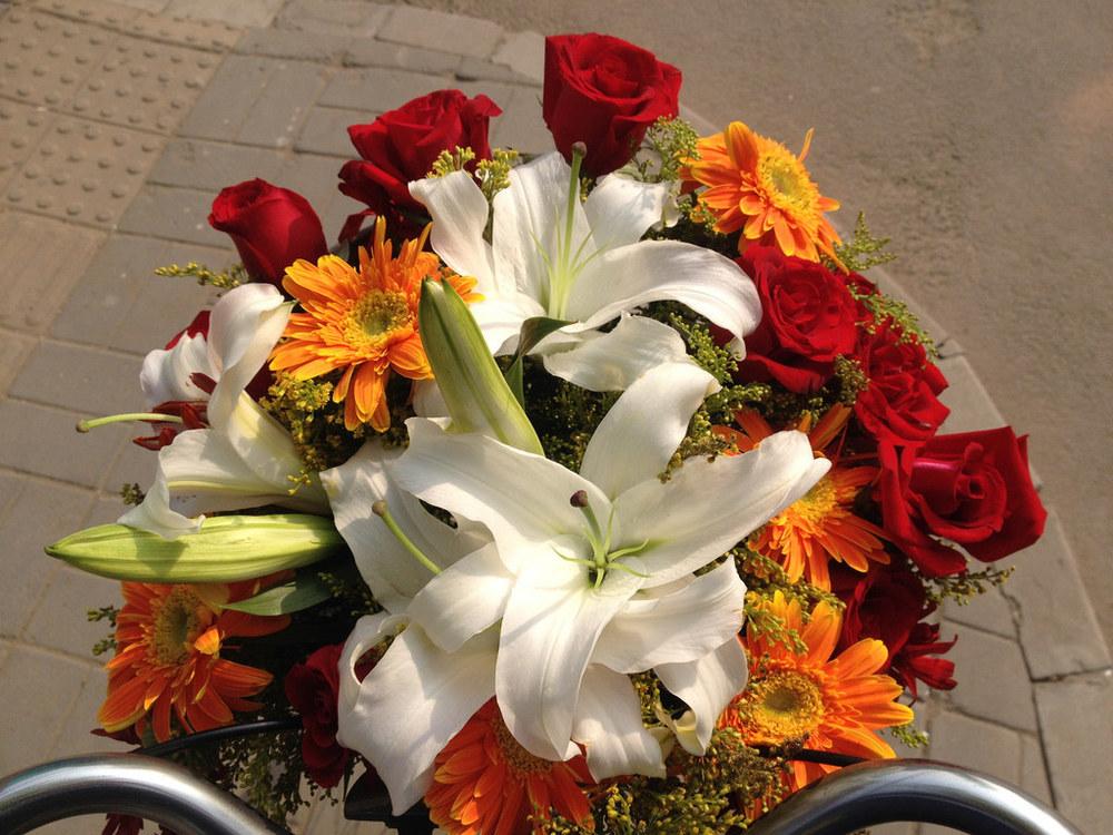 """""""With Flowers"""" , à suivre sur le site de Ai Wei Wei."""
