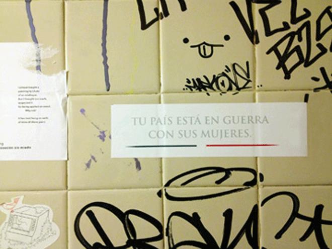 """""""Ton pays est en guerre contre les femmes""""  - Une campagne d'agit-prop organisée à Mexico par l'artisteLorena Wolffer."""