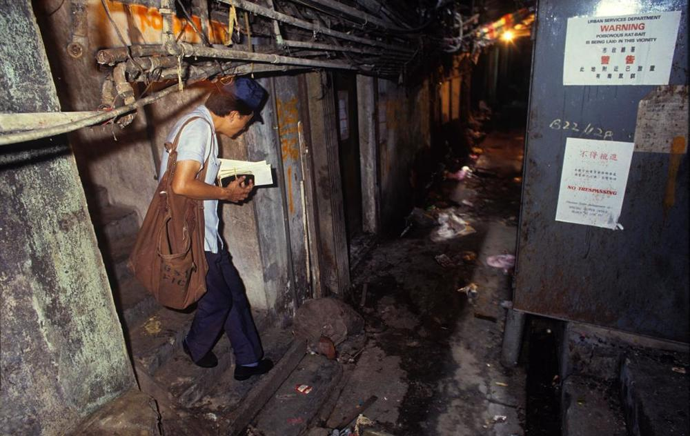 Mail Delivery, Kowloon Walled City, 1989  © Greg Girard