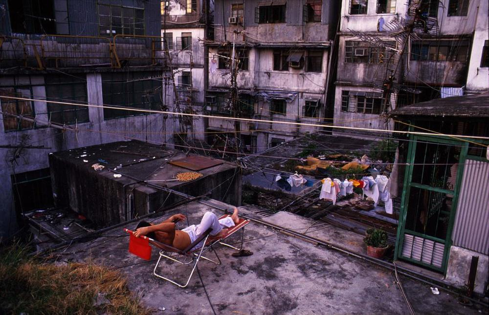 Relaxing on Walled City rooftop, 1989  © Greg Girard