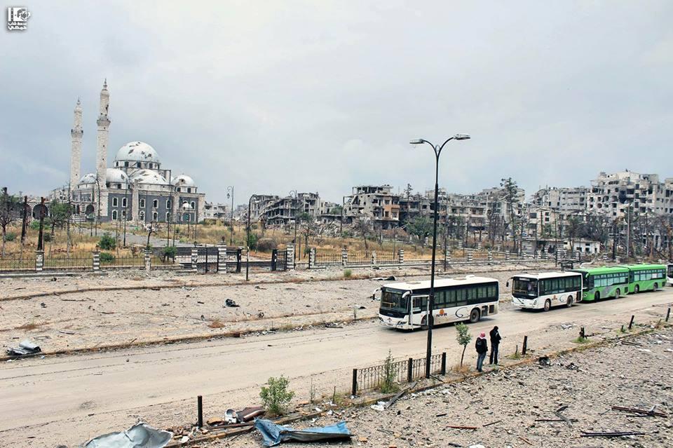 المكان: حُــمْــص - طــريق حمـاه - مســـجد خـالـد بـن الـولـيـد الزمان: الأمــــــس - 8 أيّــار 2014 Location: Homs - Hama Road - Khalid Ibn Al-Walid Mosque