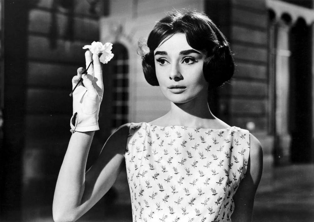 Audrey Hepburn : Ariane Chavasse Ariane (Love in the Afternoon), un film de Billy Wilder, sorti en 1957