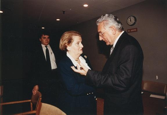 Sa Madeleine Albright, američkom državnom tajnicom