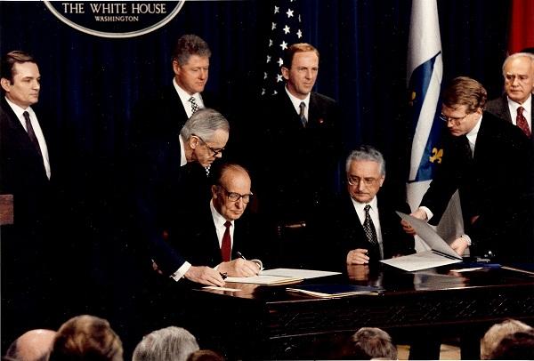 Sa Alijom Izetbegovićem, Billom Clintonom i ostalima.