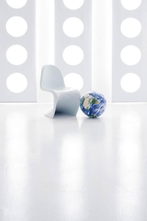 iSt_10353657wht-chair-566x847.jpg