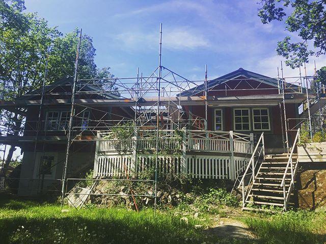 5 månaders total ombyggnation av villa i Trosa börjar snart nå sitt slut. Mer bilder och filmer kommer snart! #engmansattermon #totalrenovering #totalentreprenad #byggahus