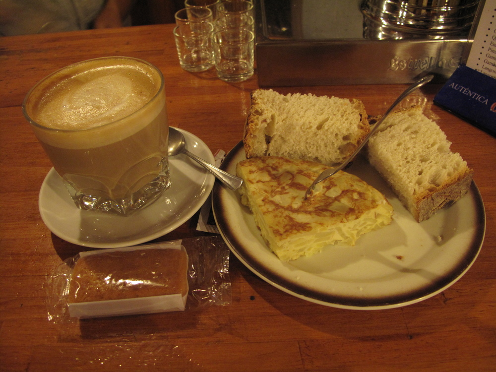 Breakfast #2 in Molinaseca.  Cafe con leche, bread and tortilla española.  I looked forward to this break every day.
