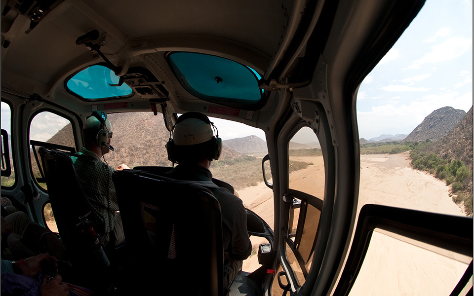 helciopter-kenya-dry-river.jpg