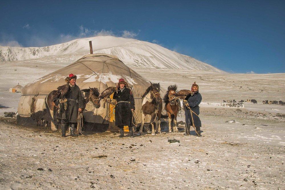 kazakh-eagle-hunters-in-snow-web-X4.jpg