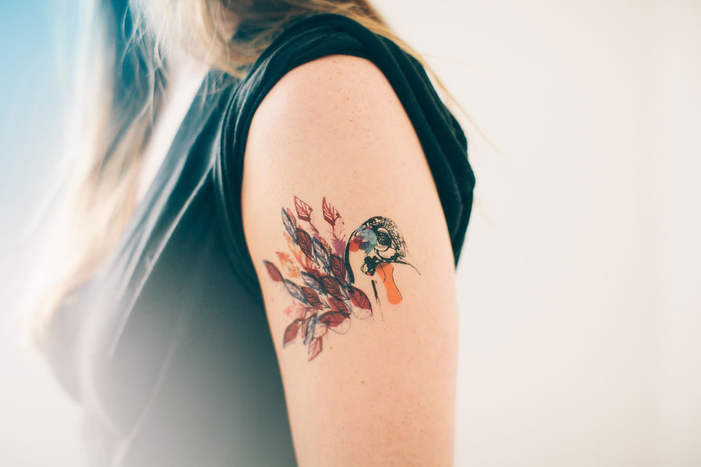 tattly_tuesday_peacock_feathers_explosion_press_applied_01.jpg