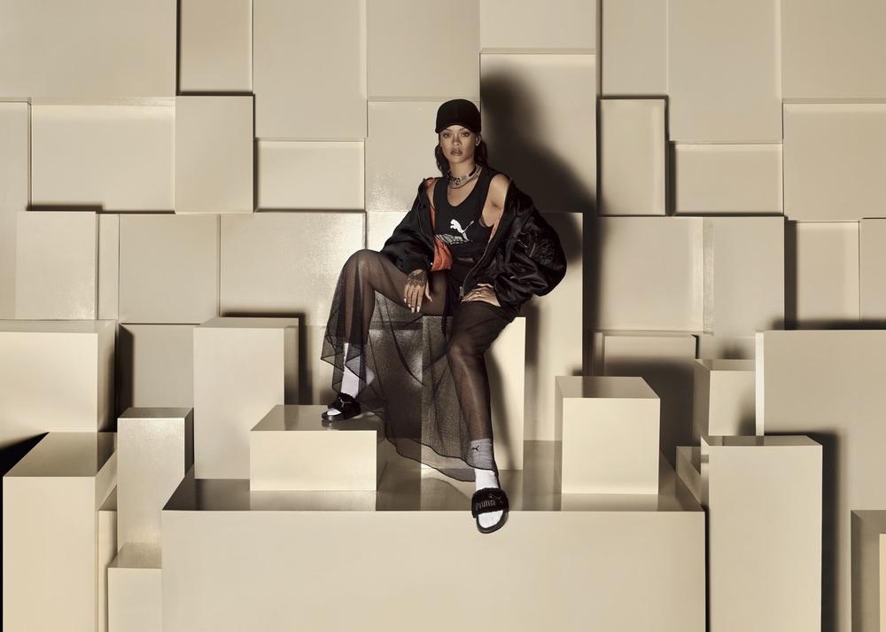 16SS_SP_Rihanna–Fenty-Slide-Black_07-077_Ext-CMYK.jpg