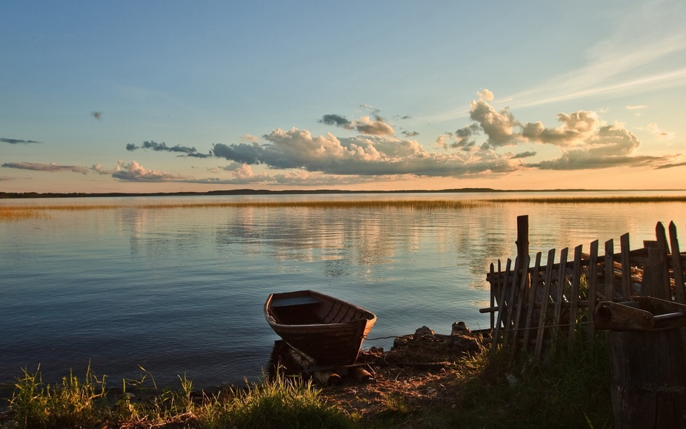 1680_The Boat by the Shore of Lake.jpg