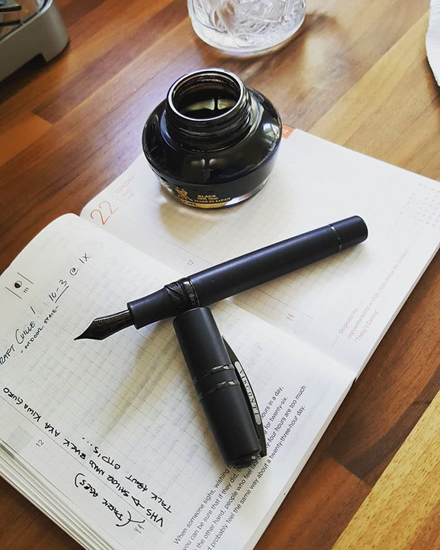 Saturday mornings are for inking up OTP's (even if you're constantly unfaithful with other inks). Next stop, #coffee ! . . . #visconti #homosapiens #fountainpens #hobonichi #sailorink #kiwaguro #tomoe #penaddict #promotionalbatmanglassmugfromthe90s