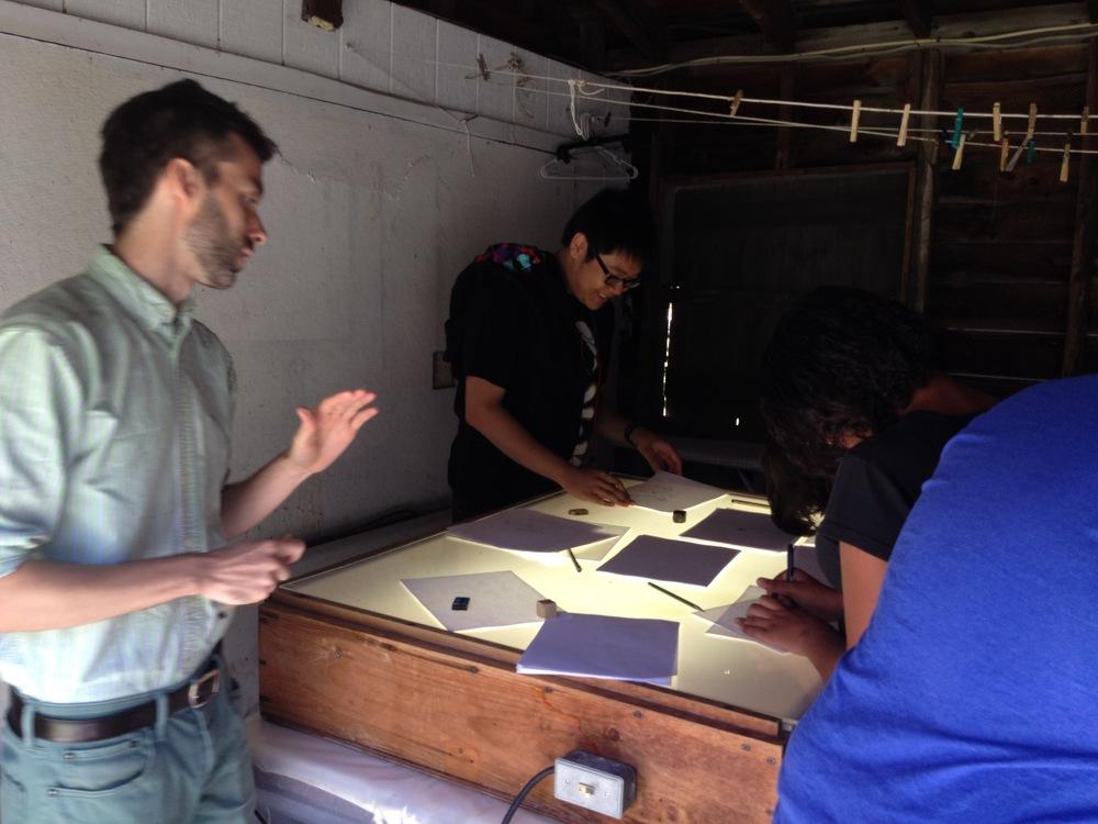 The farm had an enormous light box we turned into the communal animation table. スノーファームの倉庫で見つけた、驚くほど大きなライトボックス!これを引っ張って出してきて、みんなでアニメーションを作ります。