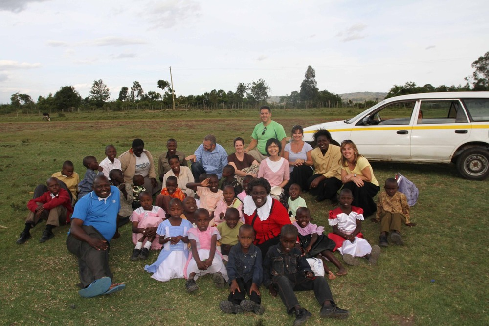 group with Kenyan children
