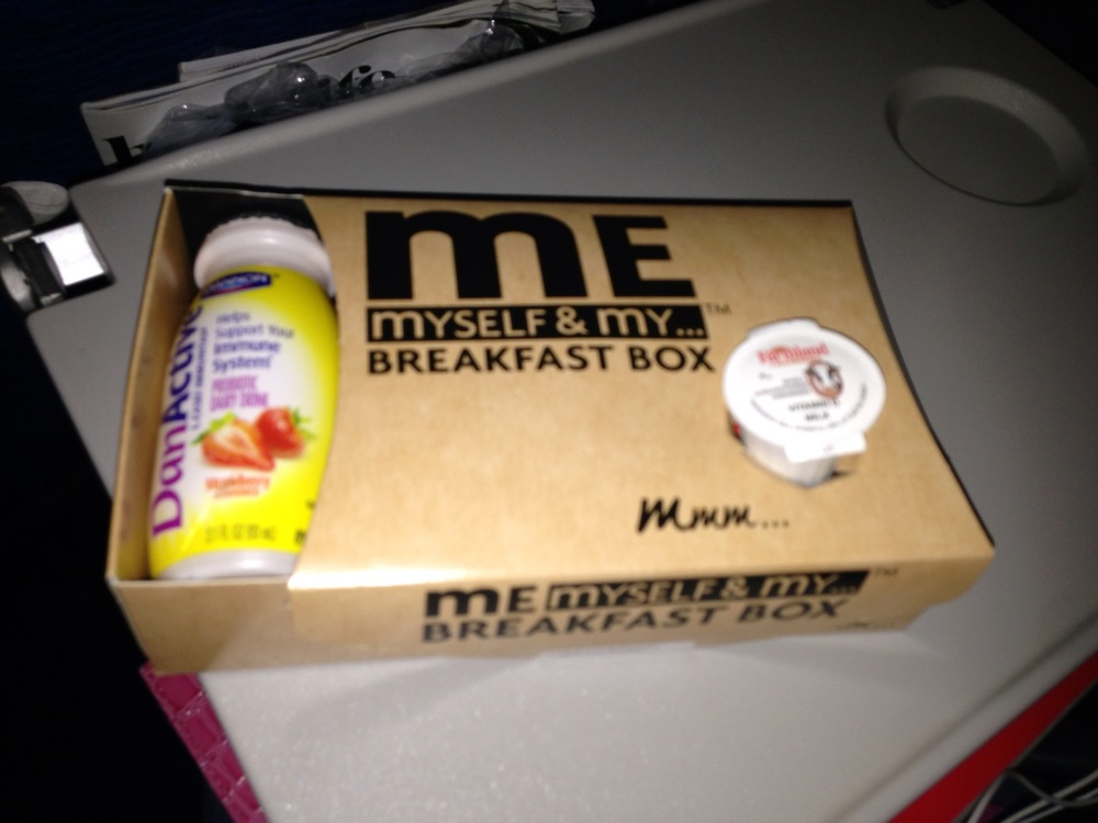 Pur breakfast box, served about ninety minutes prior to landing.