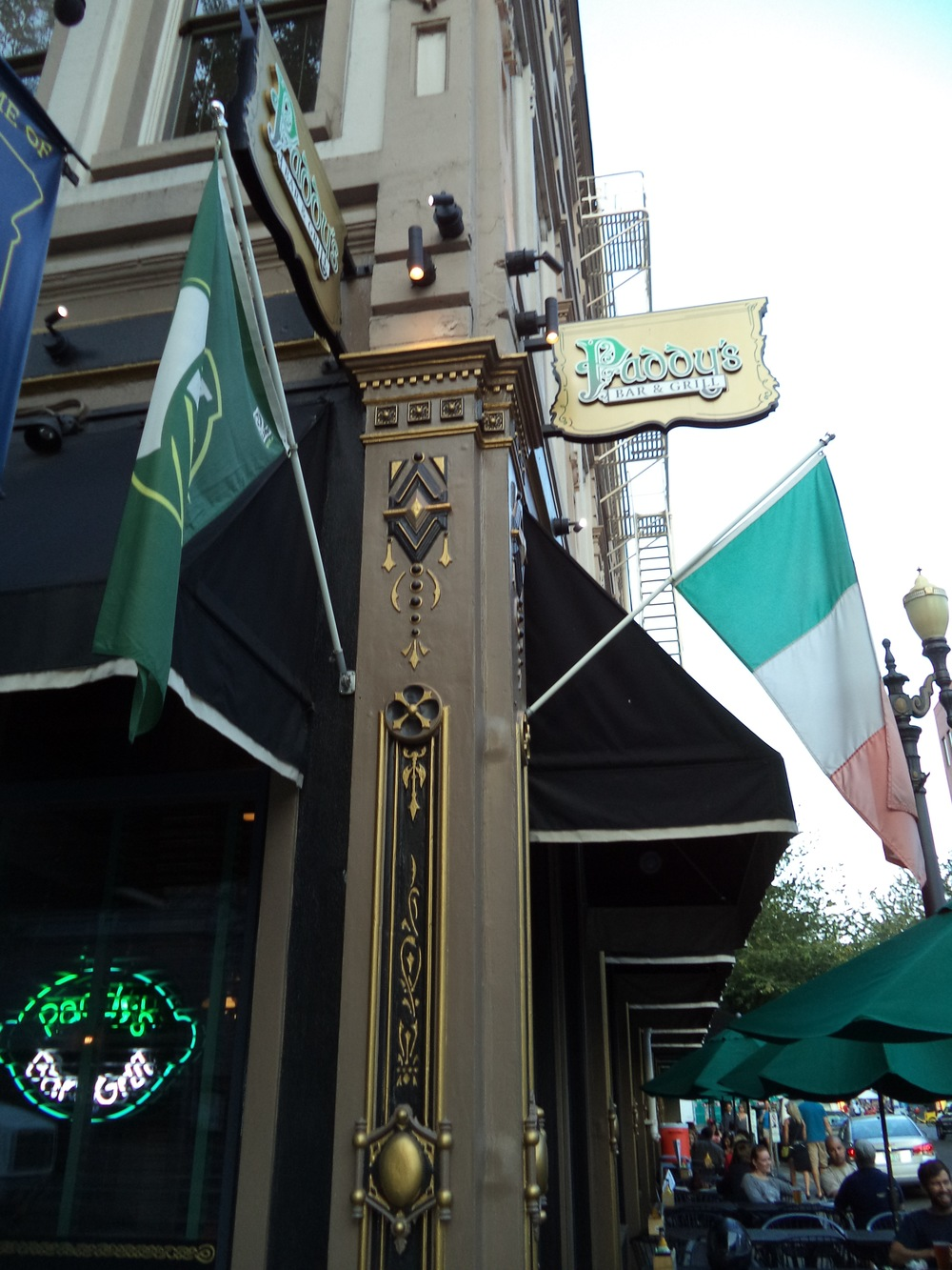 Paddy's Bar & Grill