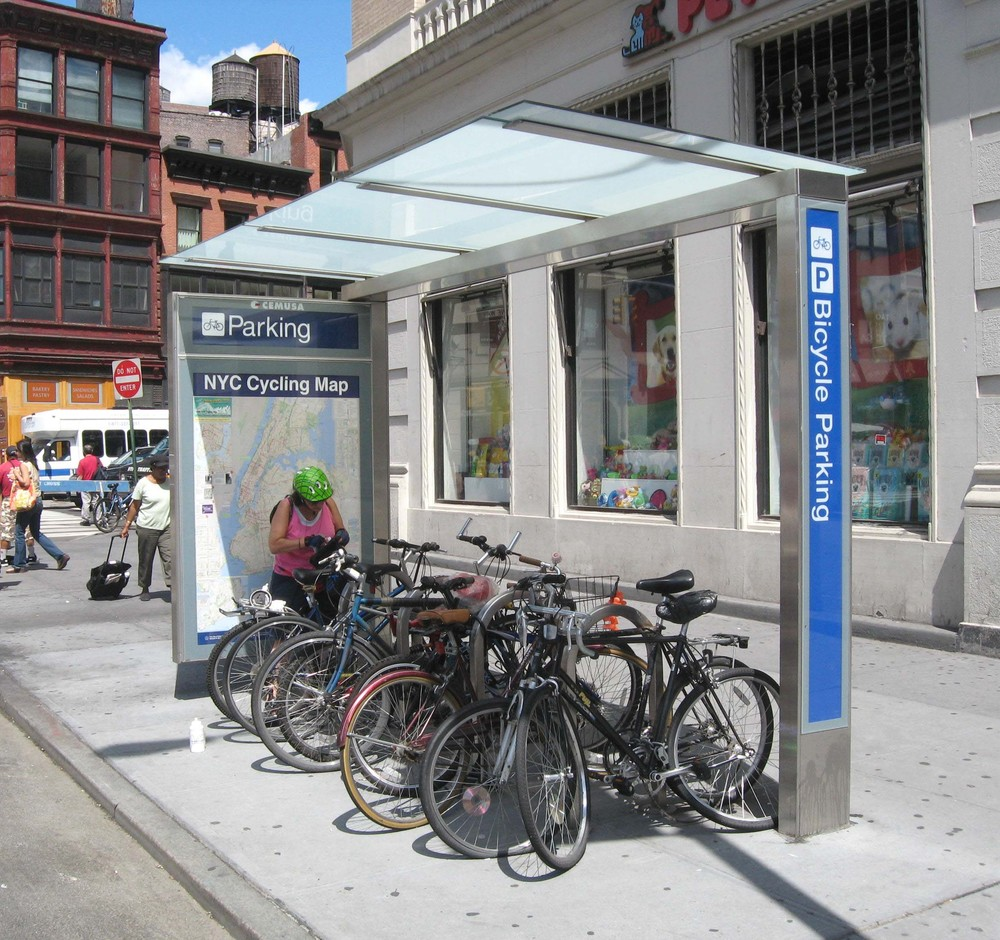21 Union_Sq_bike_parking_jeh.JPG