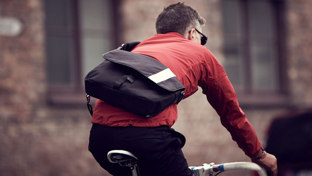 R obust and compact shoulder pack made from a Cordura® fabric and finished with leather details (http://www.rapha.cc)