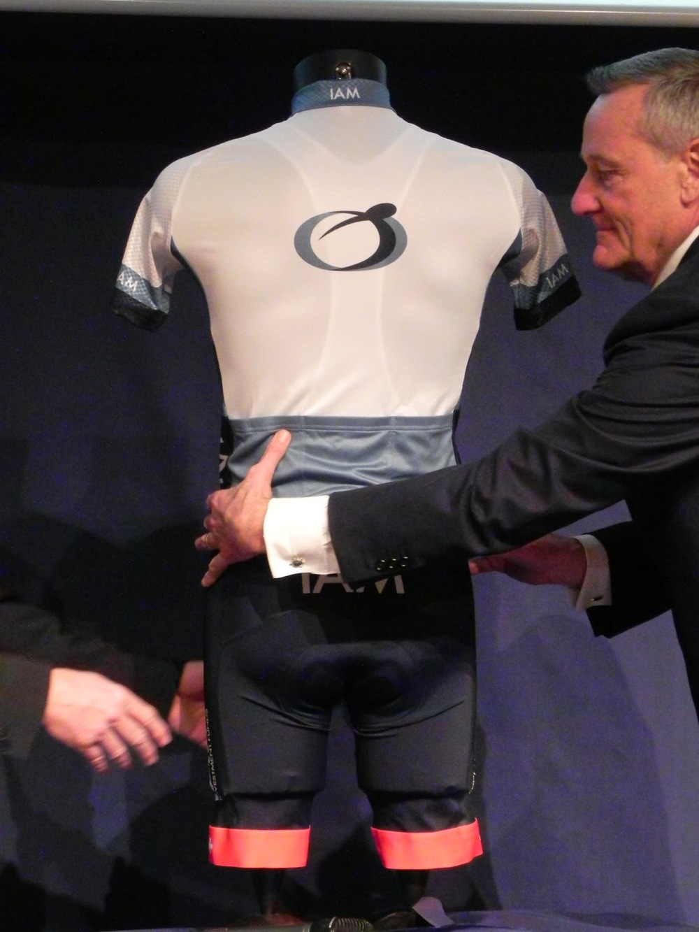 Rear view of the jersey (photo by Guillaume Boillot)