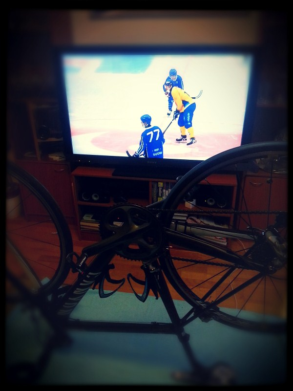 Cleaning the bike while watching SWE-FIN WC in Bandy