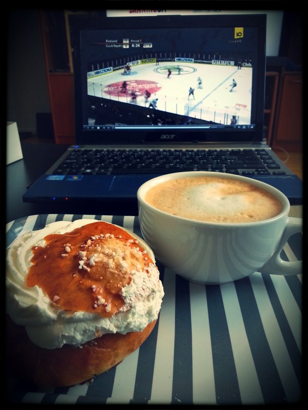 Laskiaispulla, Italian coffee and Ice Hockey