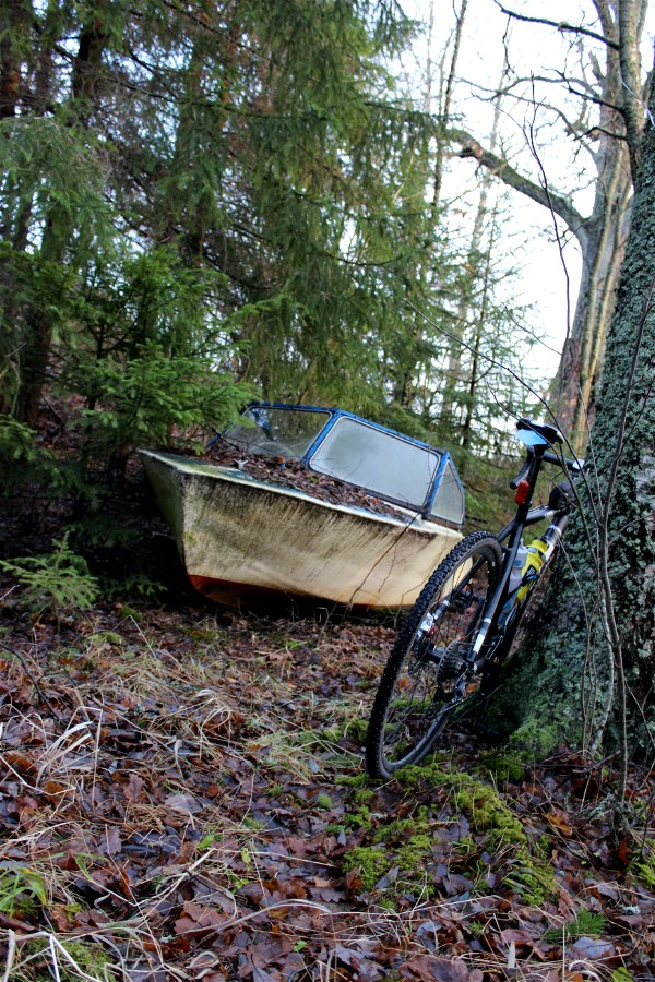 At my restplace in the forest, I found a boat. Strange place for a boat one could say.