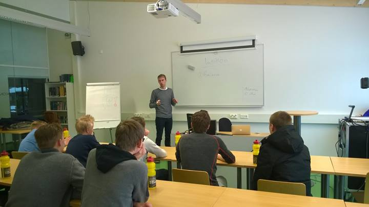 Lecture by Wegelius (picture from: https://www.facebook.com/pyorailynousuun)