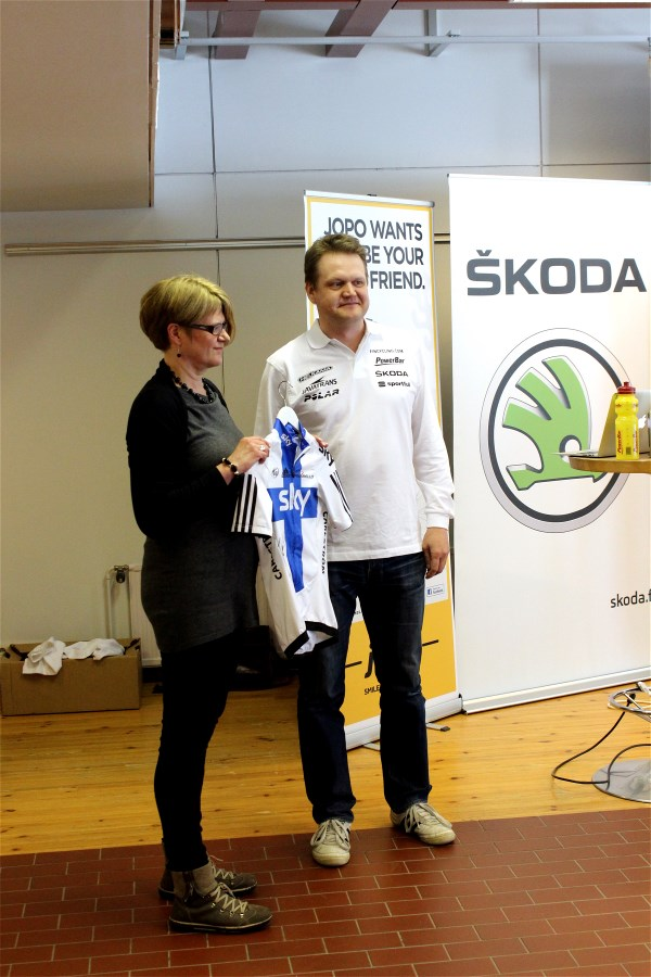 Kjell Carlström's jersey was handed over to the Sports Museum of Finland