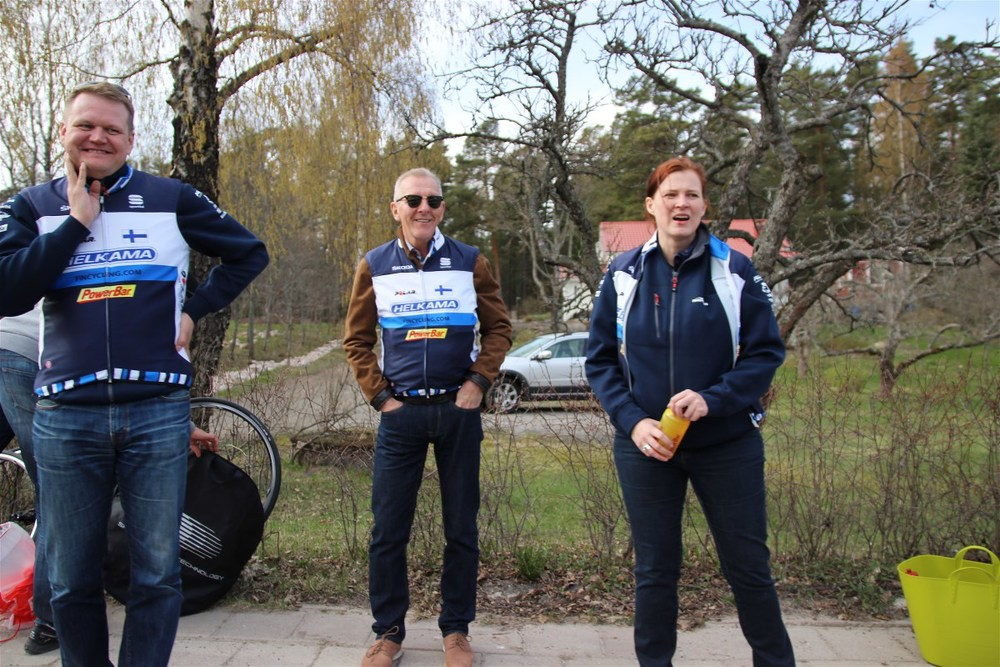 Fincycling staff at the feed zone (Juho Suikkari, Juha Poutiainen and Kadri Õunap)