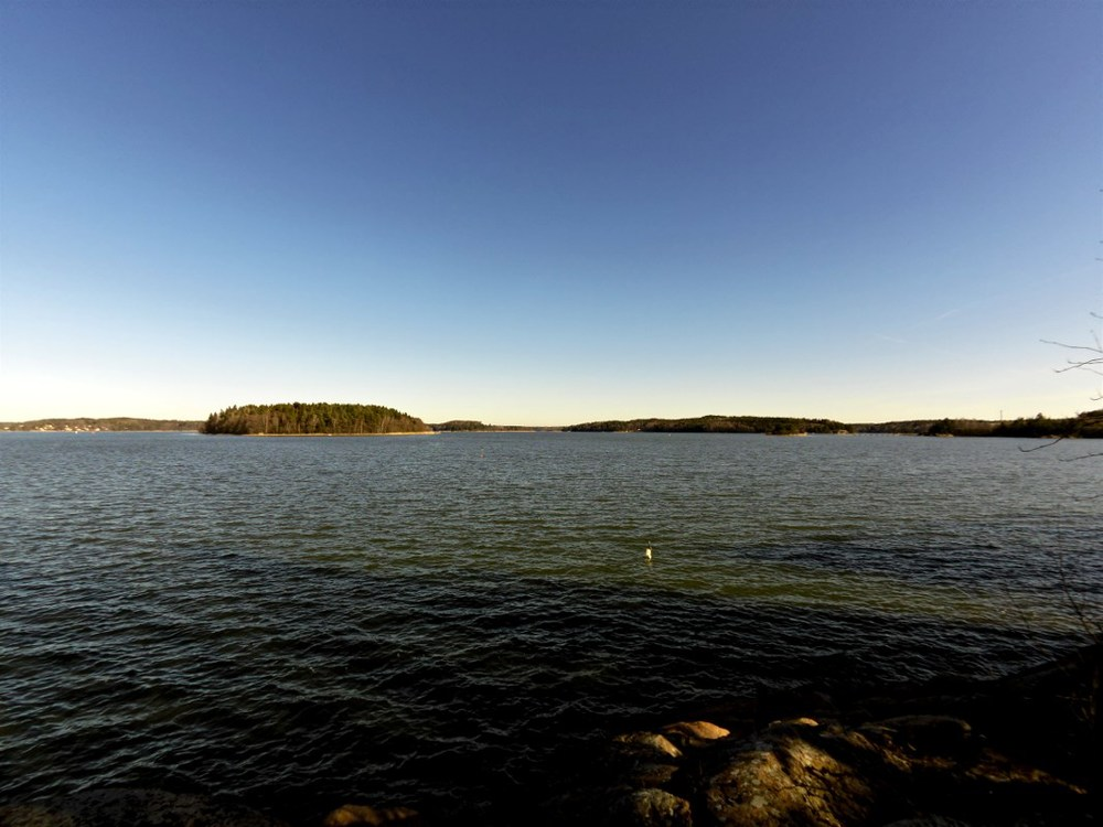 Pargas archipelago bathing in the sun