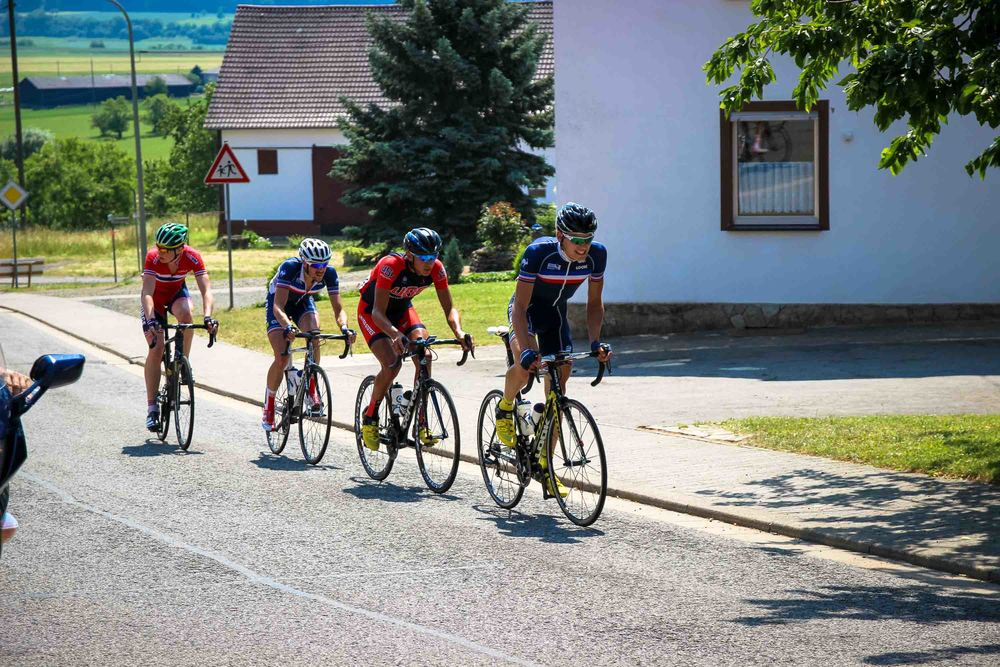 The first breakaway group