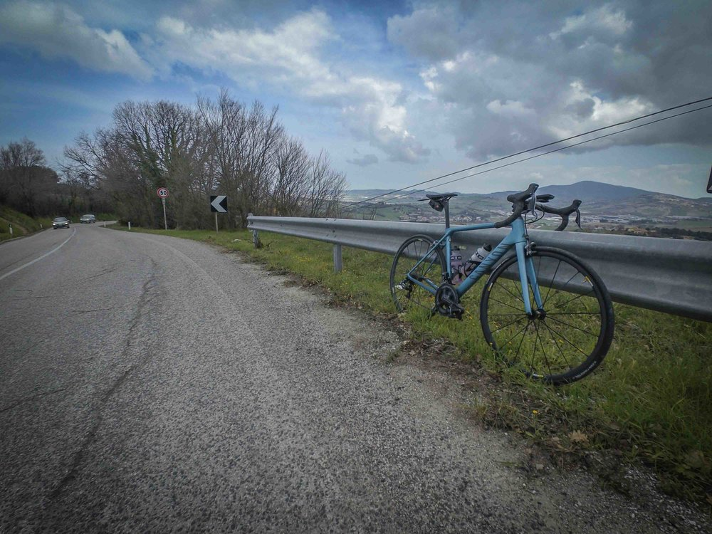 Thanks to a trip to Marche in March, I was able to get back on track with hours in the saddle. Those hills, the landscapes just reminded me why I love cycling. Despite actually riding among snowy hills, it was a superb trip. More about it later on.