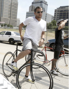 Lance went & got a fixed gear just like mine!