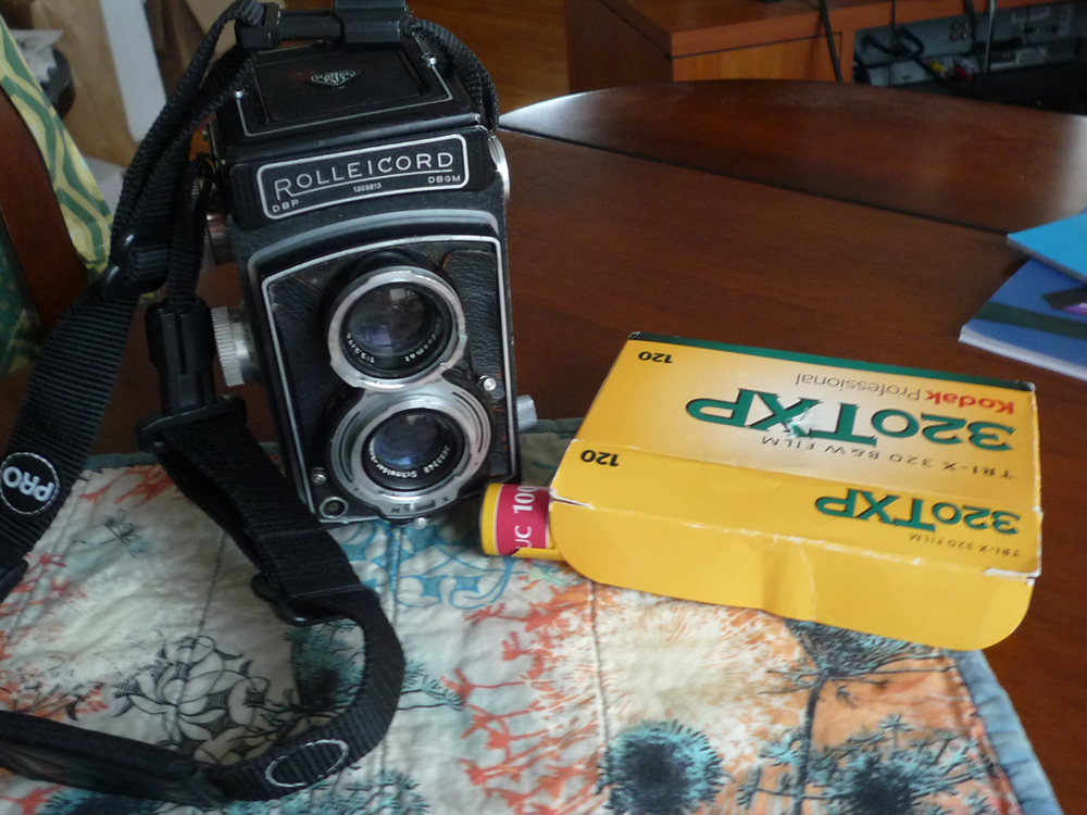 This may be a completely foreign object to some of you youngsters, but this is a medium format camera gifted me by a friend and former classmate nearly 10 years ago.