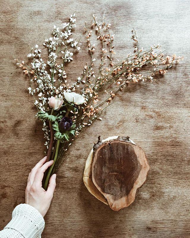 | spring flowers and winter mood | jahreszeiten clash überall. sehnsucht nach sonnenstrahlen und wärme im herzen, aber diese kuscheligen wintermonate sind ja auch schön in ihrer gemütlichkeit... danke übrigens an @meinfeenstaub und @1000gutegruende für einen wundervollen gewinn: ein gutschein beim blumenladen meines vertrauens 🌿🌷 der blümchenspam darf also weiter gehen! #zuhausebeininotschka #zeigwasduliebst @ikeadeutschland