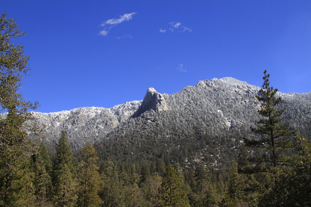 Snow dusting on Tahquitz@Chipmunk.JPG