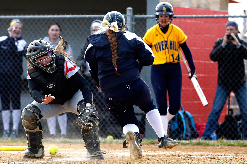 _2423176_ph_hs_RH_Glenelg_0022_softball_03201web.jpg