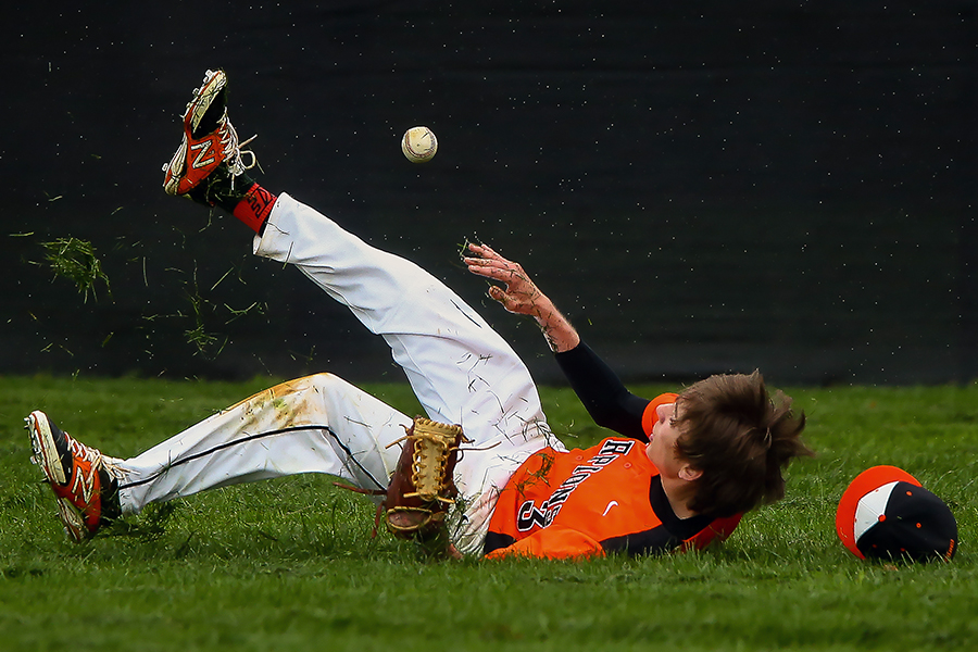 Eric Rosenberger of Oakland Mills High School misses a fly ball during a baseball game in Columbia, Maryland on April 22, 2015.