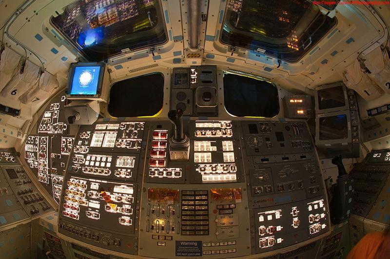 Endeavour_flight_deck_7.jpg