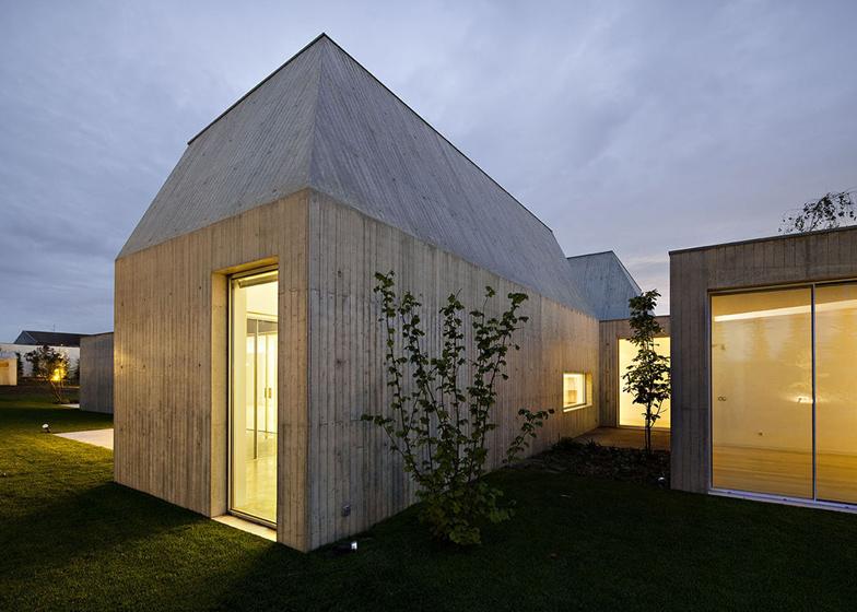 Dezeen_House-in-Ovar-by-Paula-Santos_SS_3.jpg
