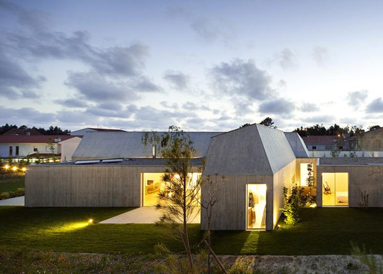 Dezeen_House-in-Ovar-by-Paula-Santos_SS_5b.jpg