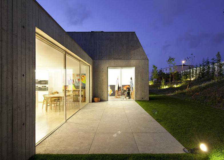 Dezeen_House-in-Ovar-by-Paula-Santos_SS_6.jpg